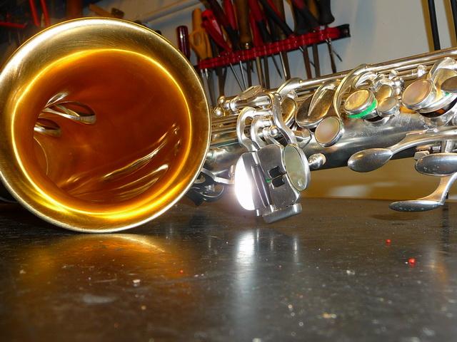 Riparazione di un sax Rampone&Cazzani R1J azz mantenuto male.